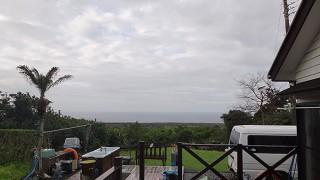 広がる雲は薄くもあって青空も時折あった4/5の八丈島