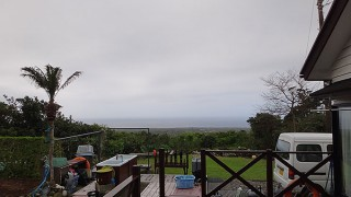 青空広がり風も多少弱まってきていた4/18の八丈島