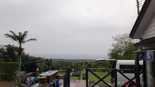 広がる雲はあるものの明るい曇りとなっていた5/6の八丈島