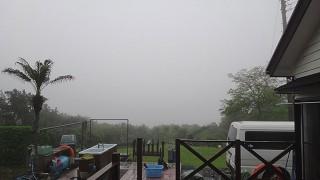雲も低くも降りてきてグズついた空模様となっていた5/10の八丈島