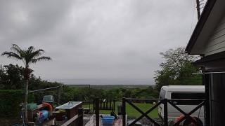 雲も広がり朝夕まとまった雨も降っていた5/9の八丈島