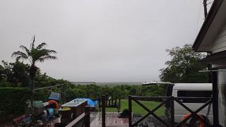 雲も低く降りてきてグズついた陽気が続いていた5/31の八丈島