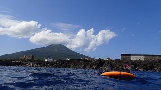 爽やかな青空広がる八丈島、穏やかな八重根でシュノーケリング
