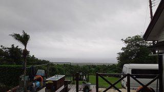 広がる雲は梅雨らしく蒸し暑さもあった6/25の八丈島