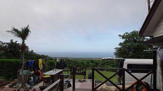 山の上には雲がかかるが晴れ間もあった7/3の八丈島