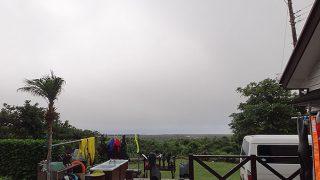 厚めの雲も低く降り蒸し暑い一日となっていた7/4の八丈島