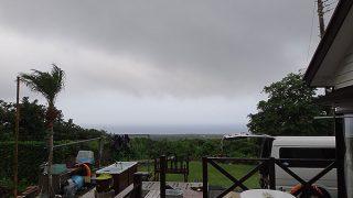 広がる雲は厚さも増している感じだった7/13の八丈島