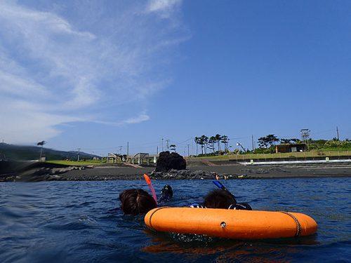 浅場で練習して沖まで泳ぎ