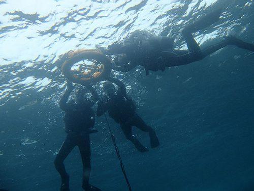 水面浮いて色々練習してみたり