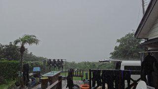 雨も時折強まって気温も上がらず涼しくもあった7/31の八丈島