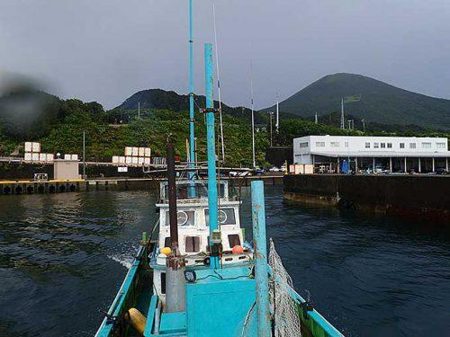 午前中の神湊漁港から