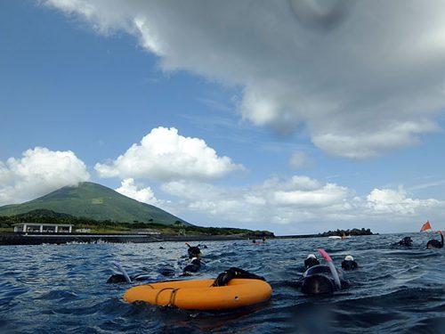 サンゴの広がる沖まで行って
