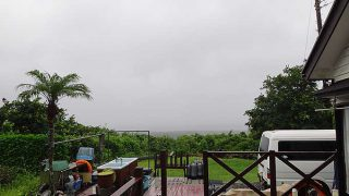雨は次第に上がってきて青空も広がりだしていた8/20の八丈島
