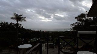 朝夕雨が強まるが日中は晴れ間もあった10/29の八丈島
