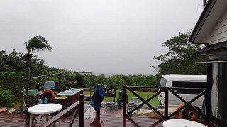 冷たい雨と強い風で荒れた天気となっていた10/30の八丈島