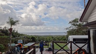 風は次第に止んでもきていて青空も広がってきた10/31の八丈島