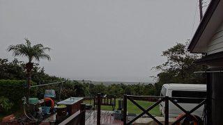 強めの雨も降ってはいたが一気に空は晴れてもきていた11/22の八丈島