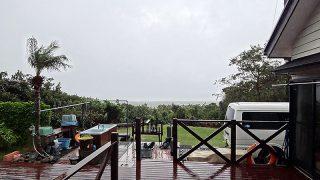 風は強まり雨も降りやまずで真冬の寒さとなってきていた11/24の八丈島