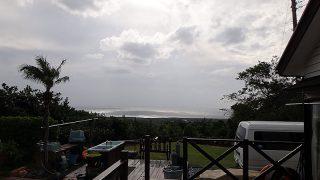 明るい曇りで風は強まってきていた11/28の八丈島