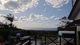 青空広がり風も和らいできていた12/24の八丈島