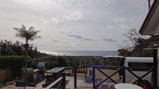 朝夕雲は多くはあるが日中は青空あった1/6の八丈島