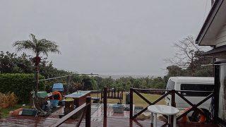 風も強まり荒れた天気となっていた1/8の八丈島