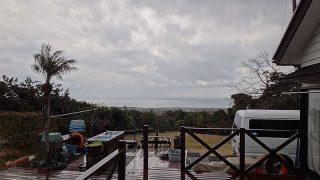雨足次第に弱くなり青空も見られてきていた2/28の八丈島