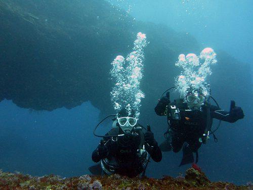 八重根の沖で大きなアーチも見てみたり