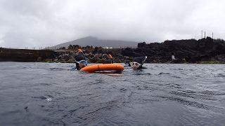 時折雨足強まる八丈島、ペッタリ凪いでた八重根でシュノーケリング