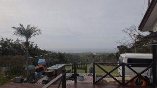 時折雨はパラつくが日中は明るい曇り空だった4/8の八丈島