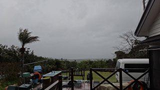 雨風強まり荒れた天気で寒くもなっていた4/11の八丈島