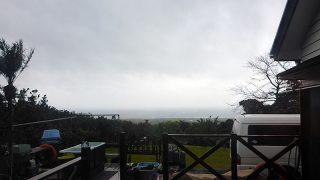 風は強くて時折強めの雨も降っていた4/18の八丈島