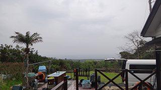 うっすら雲も広がり雨もパラついてきていた4/22の八丈島