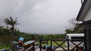 雲は低く降りてきてグズついた空模様となっていた4/27の八丈島
