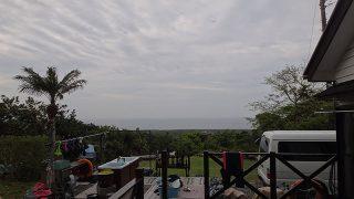 暖かくはあるが空には雲が広がってもいた5/9の八丈島