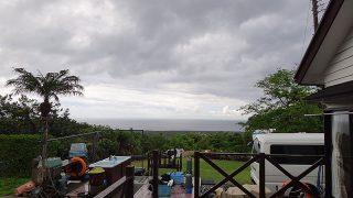 朝方雨は残りはするが次第に空は明るくなってきていた5/18の八丈島