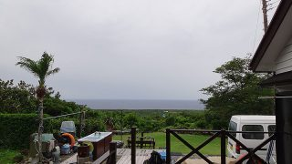 雨は降ったり止んだりでグズついた空模様となっていた6/22の八丈島