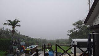 朝から雲が低く降りてきていて霧に包まれてた7/1の八丈島