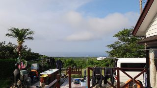 青空次第に雲に覆われて一時雨もパラついてた7/7の八丈島