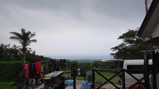 雲は広がり蒸し暑さも増してきていた7/17の八丈島
