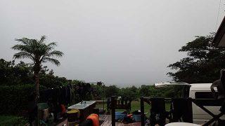 日中は青空広がり暑くもなるが湿度は高めだった8/12の八丈島