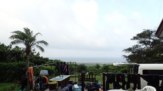 山には厚い雲もかかってきていた8/26の八丈島