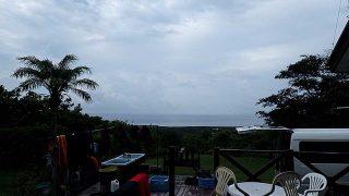 雨降る時間帯もあるものの青空は広がり暑くもなってた8/28の八丈島