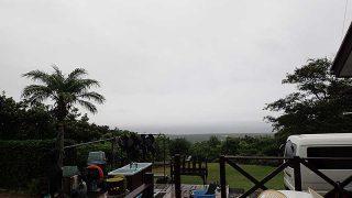 広がる雲から雨も落ちスッキリしない空模様となっていた9/6の八丈島