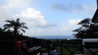 少し風は強まるが時折青空もあって気温も上がっていた9/7の八丈島