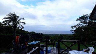 雨は上がるが吹く風強くスッキリしない空模様となっていた9/23の八丈島