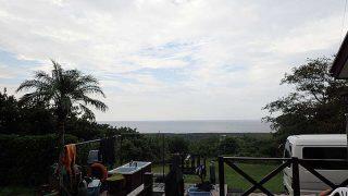 早めは青空あるが次第に雲も広がり雨も降りだしていた10/14の八丈島