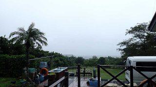 雨風強まり荒れた天気が続いていた10/16の八丈島
