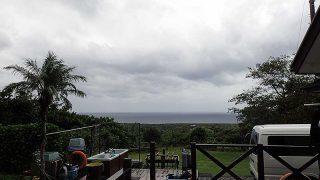 気温はあまり上がりはしないが明るい曇りとなっていた10/18の八丈島