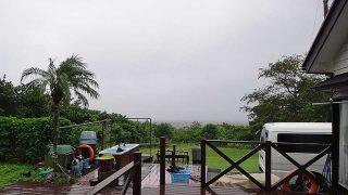 朝から冷たい雨も降り風は強まり荒れた天気となっていた10/19の八丈島